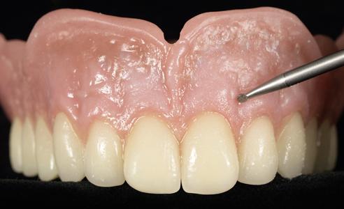 Fig. 8: Antes del pulido, se incorporó una textura superficial mediante el instrumento de punteado.